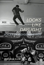 Book cover of LOOKS LIKE DAYLIGHT